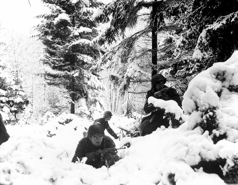American infantrymen of the 290th Regiment , during the Battle of the Bulge, January 1945