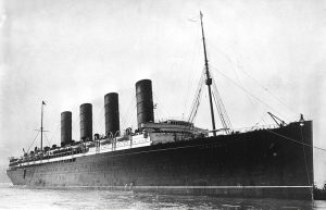 RMS Lusitania coming into port between 1907-1913